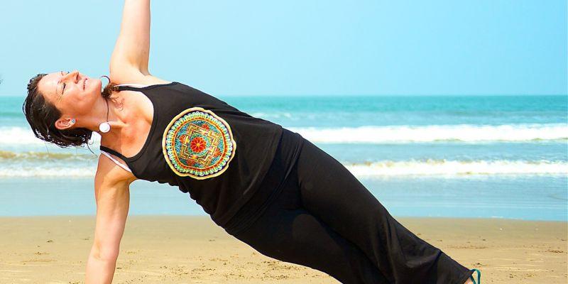 """#169 (kein Titel) – Hatha-Yoga gehört zu den beliebtesten Yogastilen weltweit und ist von alters her die Mutter der Yogastile. Die Hatha-Yoga-Stunde ist darauf ausgerichtet, Körper und Geist dauerhaft in Balance zu bringen, wie der Name aus dem Sanskrit – """"ha"""" (Sonne) und """"tha"""" (Mond) – bereits andeutet."""